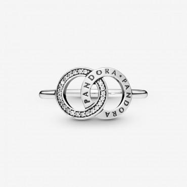 Anello scintillante con cerchi intrecciati e logo Pandora